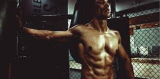Ein Mann in einem Fitnessstudio (Free-Photos / pixabay)